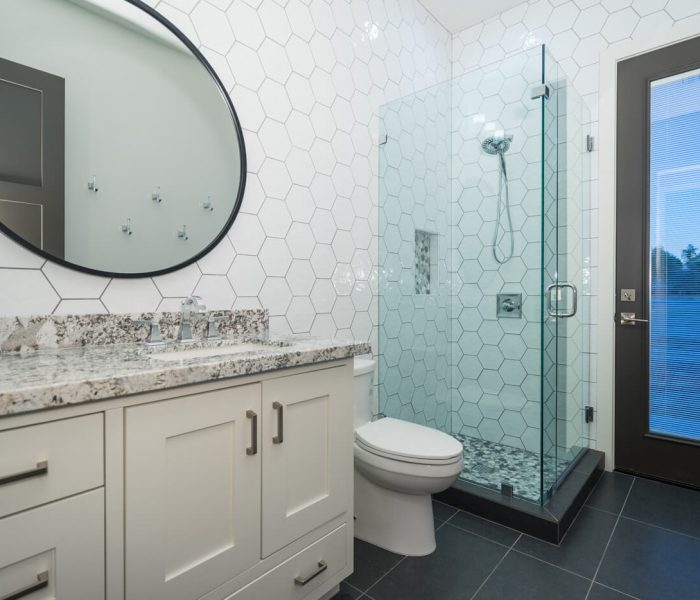 transitional style bathroom in white with marbled quartz tile