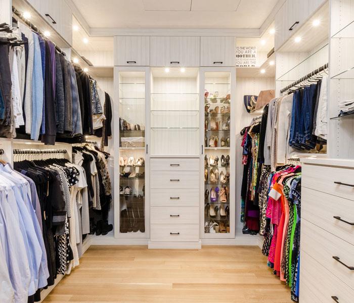 custom-closet-modern-white-glass-light