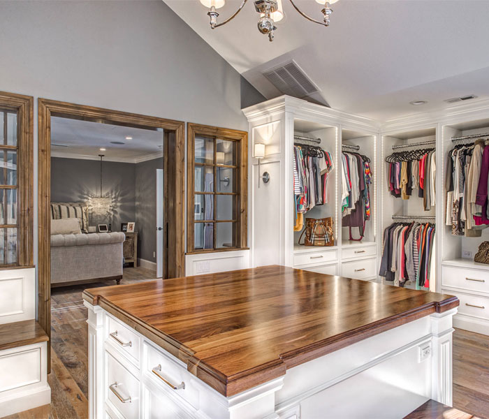 custom-closet-shaker-white-natural-wood-island