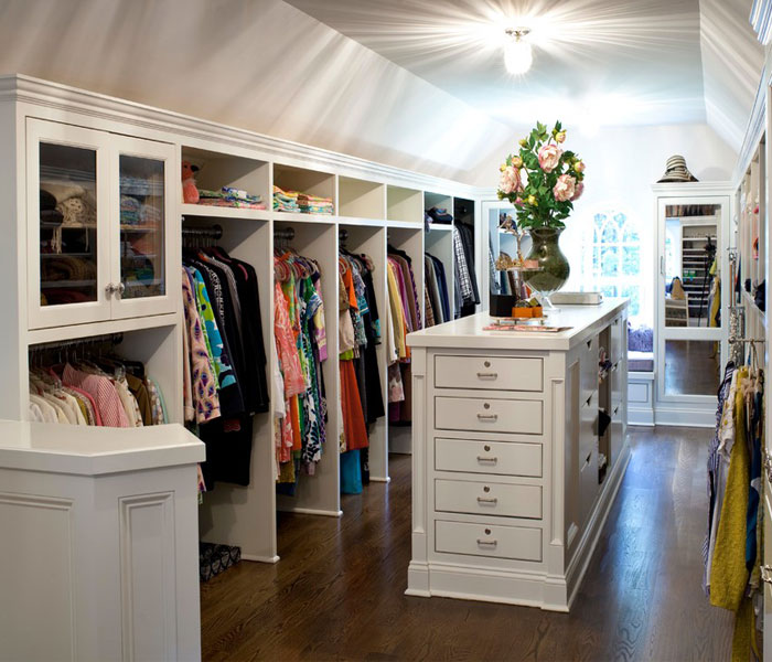 custom-closet-traditional-white-detailed-island