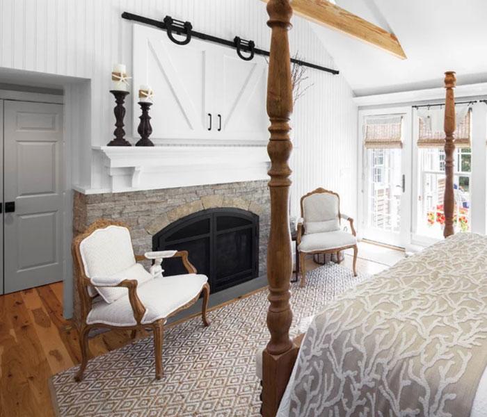 custom-mediawall-farmdoor-bedroom