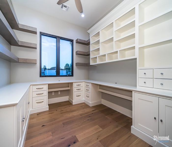 mcomber-custom-office